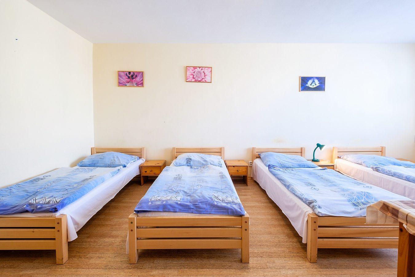 Čtyřlůžkový pokoj – Ubytovna U Nádraží – Levné ubytování v Českých Budějovicích