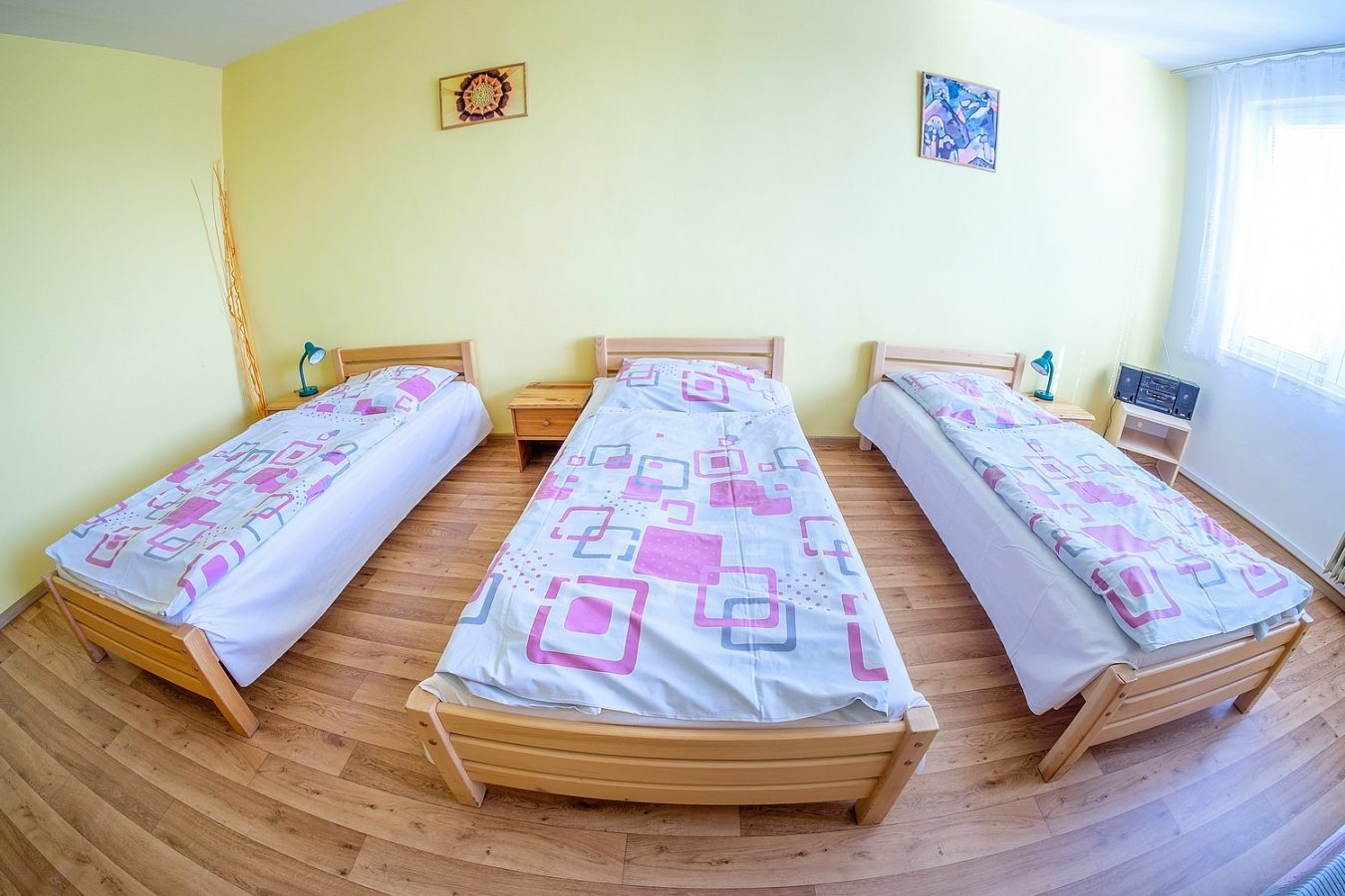 Třílůžkový pokoj – Ubytovna U Nádraží – Levné ubytování v Českých Budějovicích