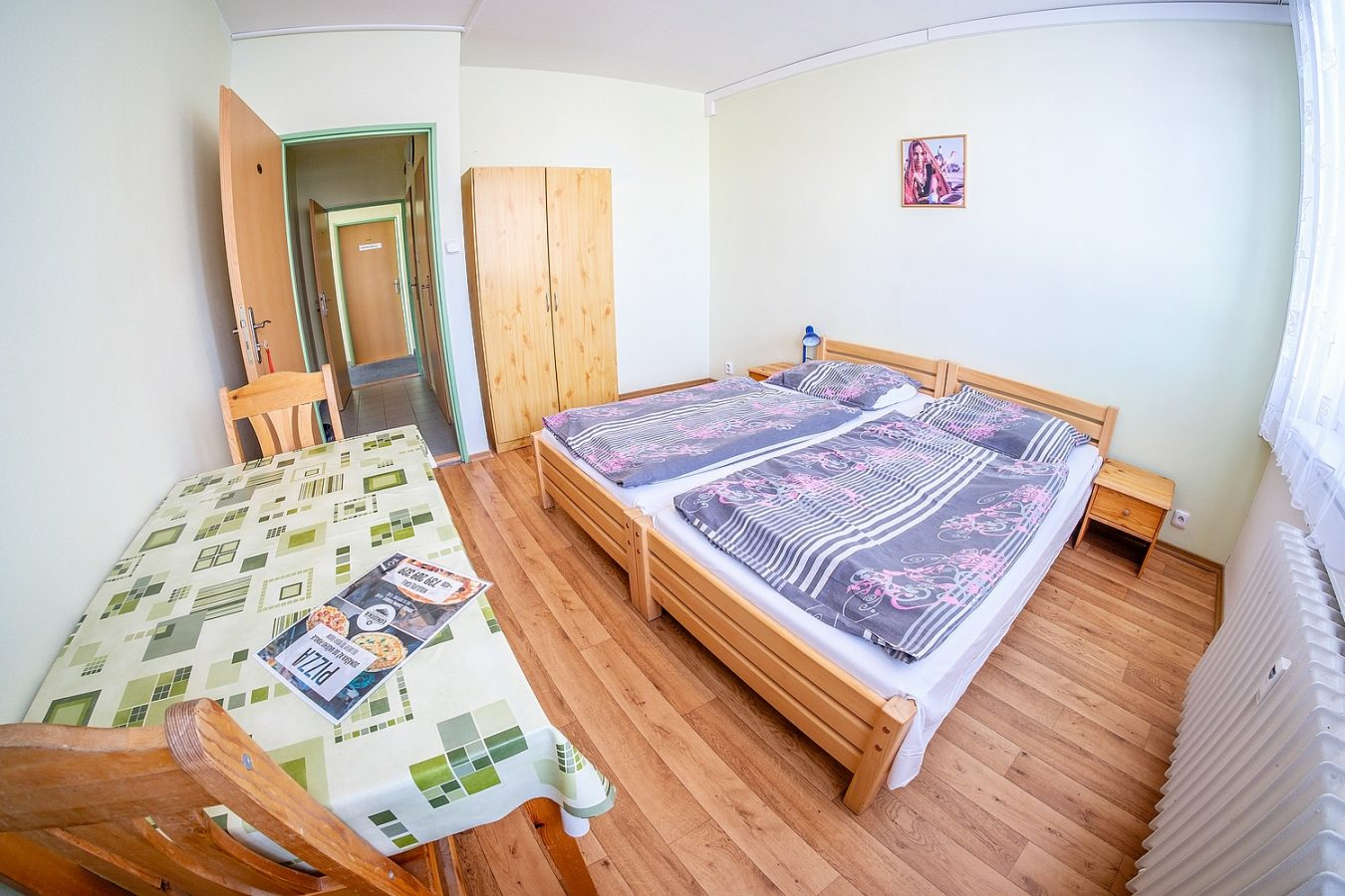 Dvoulůžkový pokoj – Ubytovna U Nádraží – Levné ubytování v Českých Budějovicích
